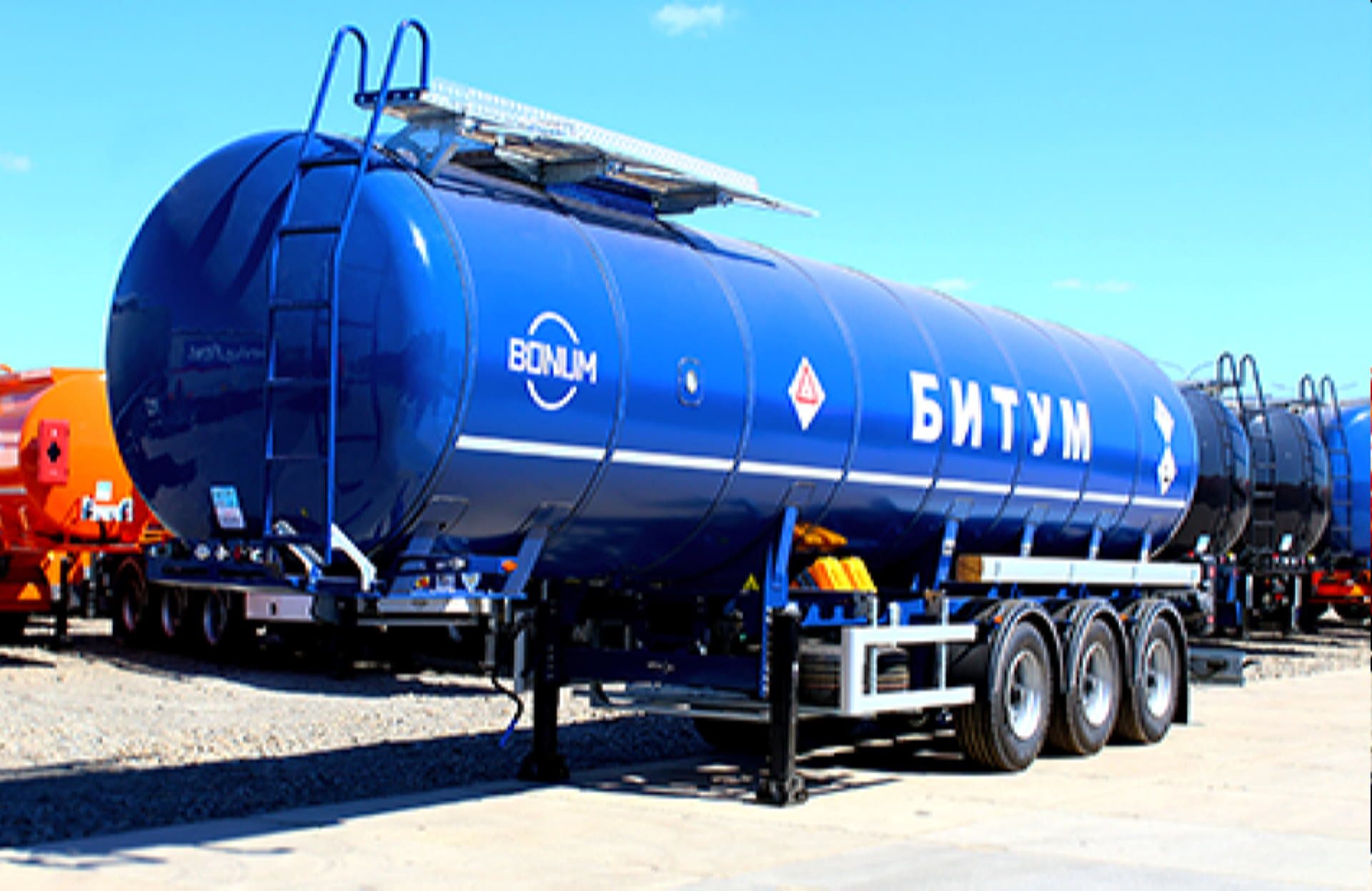 Tank semi-trailer for transportation of dark oil products (with heat insulation)