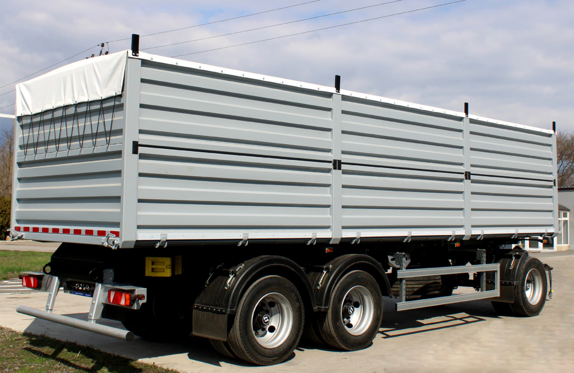 BONUM grain-carrier 30 m3 on spring suspension